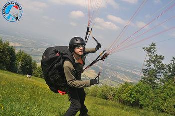Náš tandem pilot Tomáš Svoboda z Tandem-beskydy.cz vyhrál paraglidingový závod v Beskydech - BeskydyOpen 2014 . Vítězství je o to cennější, že