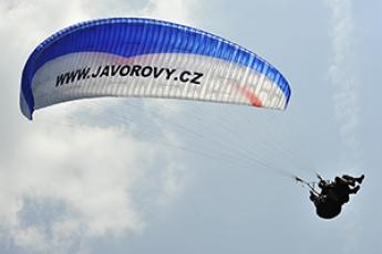 Akrobatický let na padáku - tandem paragliding Javorový - Tandem-Beskydy.cz